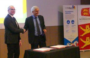 Signature de contrat de filière avec Bruno LEFRANC, président du cluster SOTRABAN et Hervé MORIN, président de la Région Normandie